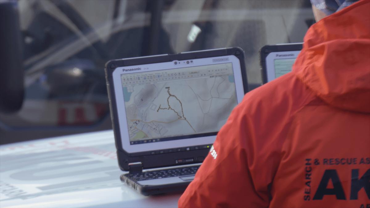 Se hur räddningsarbetare tar hjälp av toughbook för att rädda liv