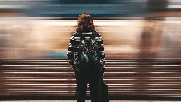 Hur upplever kvinnor med erfarenhet av hemlöshet hälso- och sjukvården i Sverige?